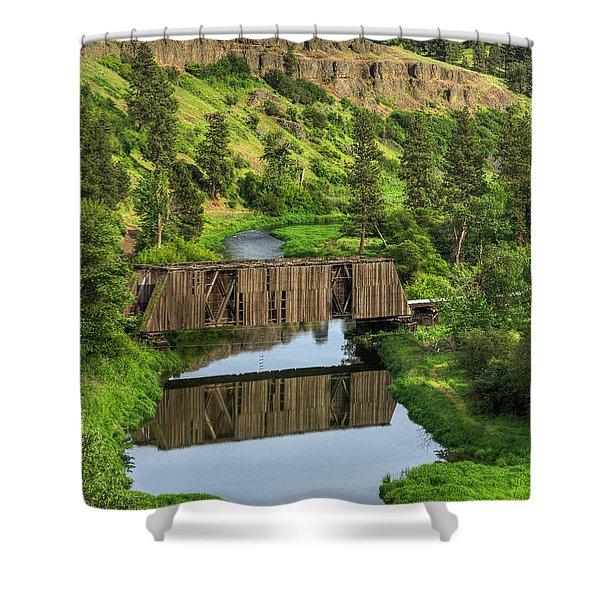 Manning-rye Bridge Shower Curtain
