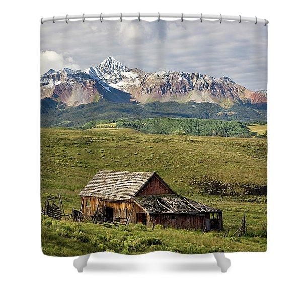 Old Barn And Wilson Peak Horizontal Shower Curtain