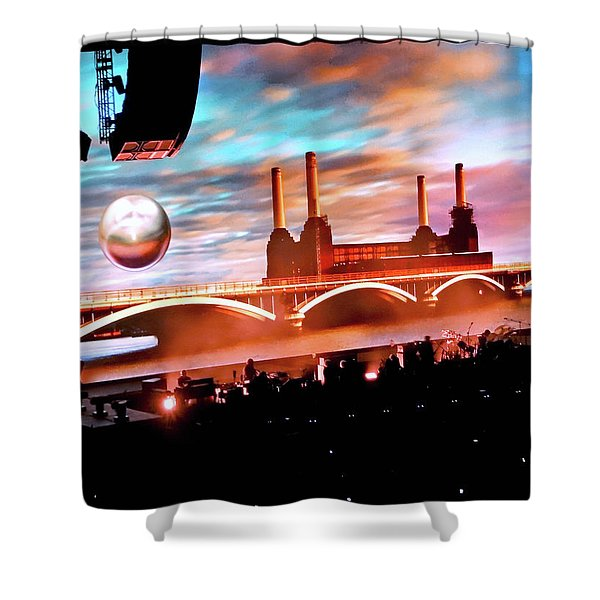 Roger Waters Tour 2017 - Welcome To The Machine Shower Curtain