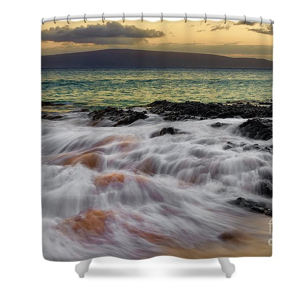 Running Wave At Keawakapu Beach Shower Curtain