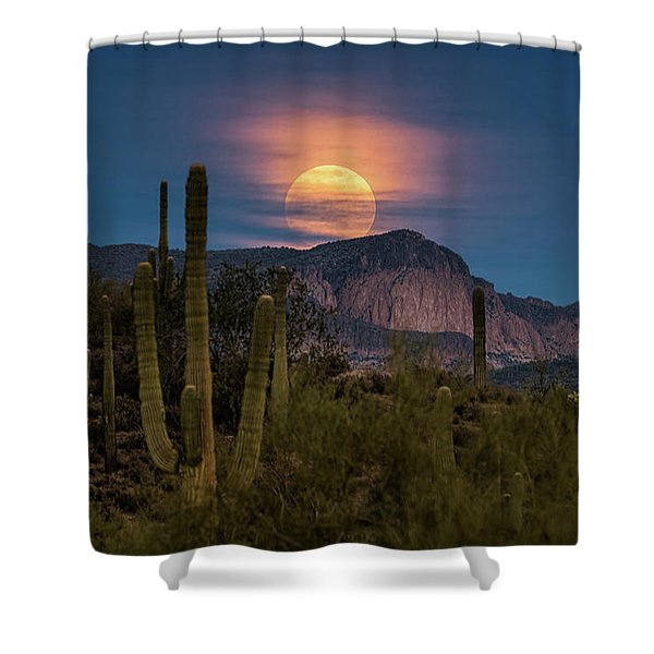 Super Moon 2018 - Wolf Moon  Shower Curtain