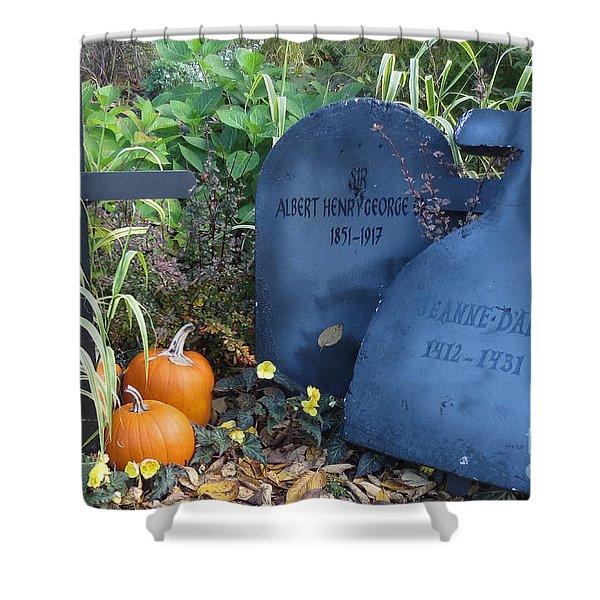 Tombes // Halloween // Gravestones Shower Curtain