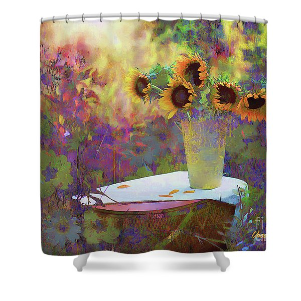 Vase De Fleurs 2017 Shower Curtain