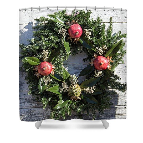 Williamsburg Wreath 70 Shower Curtain