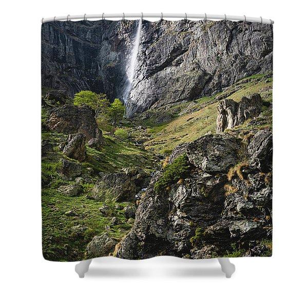 Raysko Praskalo Waterfall, Balkan Mountain Shower Curtain