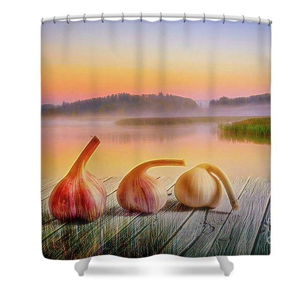 Three Carlic 2 Shower Curtain