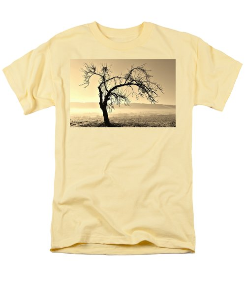 cold Winter day.... Men's T-Shirt  (Regular Fit) by Werner Lehmann