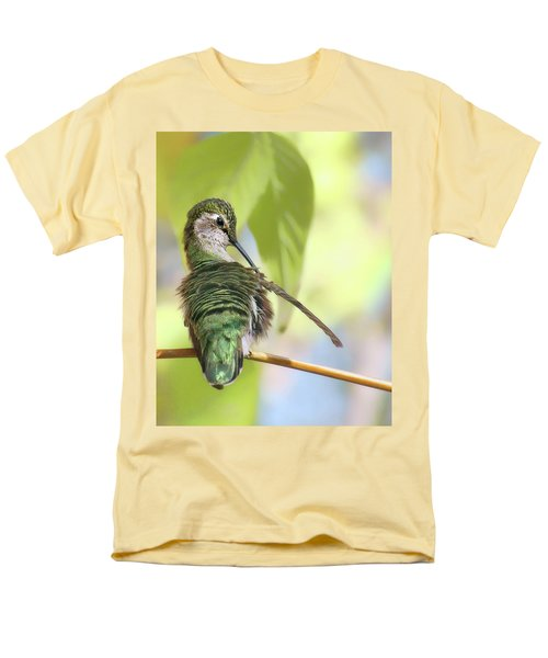 Anna's Hummingbird - Preening Men's T-Shirt  (Regular Fit) by Nikolyn McDonald