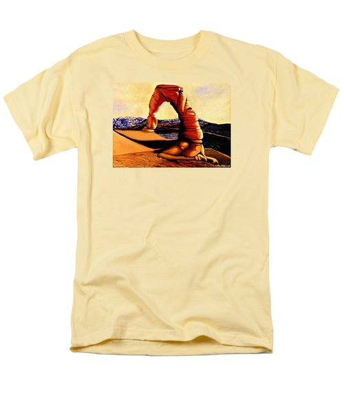 Delicate Arch Men's T-Shirt  (Regular Fit)