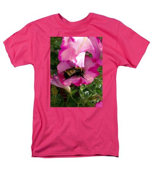 Busy Bumble Bee Men's T-Shirt  (Regular Fit)