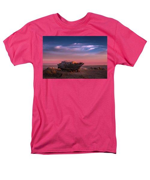 Wooden Boat Men's T-Shirt  (Regular Fit)