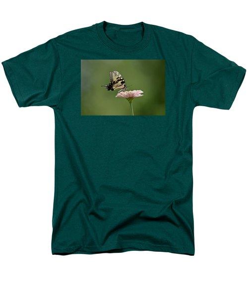 Butterfly On Zinnia Men's T-Shirt  (Regular Fit)