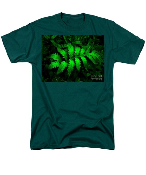 Men's T-Shirt  (Regular Fit) featuring the photograph The Fern by Elfriede Fulda