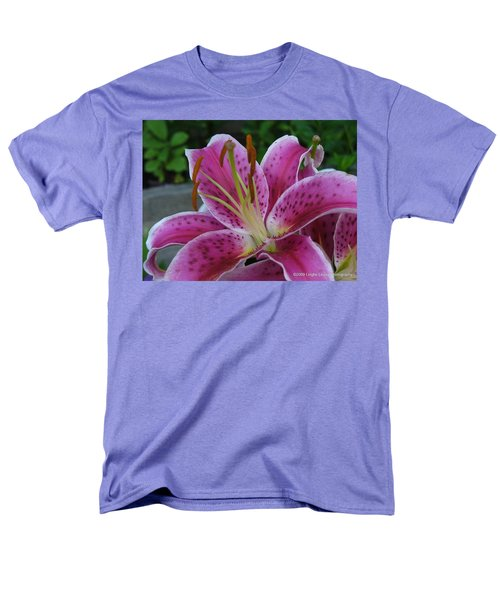Men's T-Shirt  (Regular Fit) featuring the photograph Elegance by Lingfai Leung