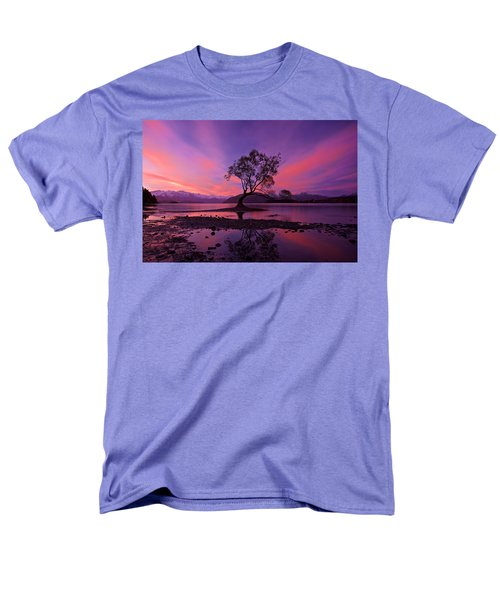 Wanaka Tree Men's T-Shirt  (Regular Fit) by Evgeny Vasenev