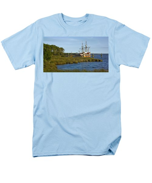 Men's T-Shirt  (Regular Fit) featuring the photograph Elizabeth II In Port  by Greg Reed