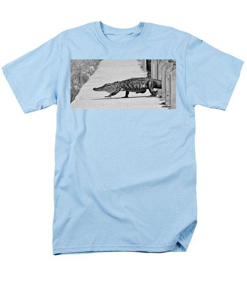 Gator Walking Men's T-Shirt  (Regular Fit)