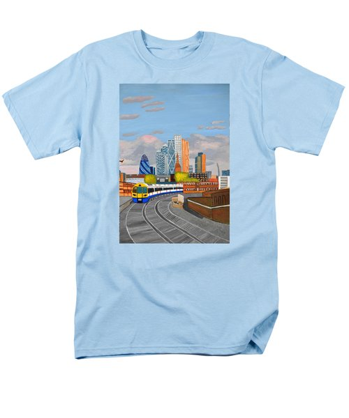 London Overland Train-hoxton Station Men's T-Shirt  (Regular Fit) by Magdalena Frohnsdorff
