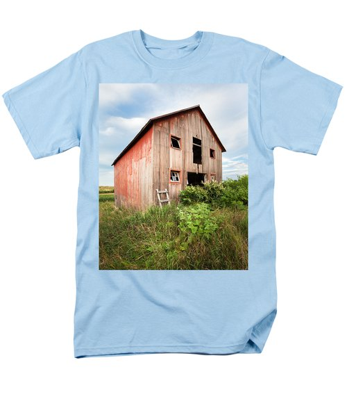 Men's T-Shirt  (Regular Fit) featuring the photograph Red Shack On Tucker Rd - Vertical Composition by Gary Heller