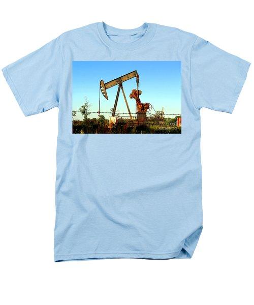 Texas Pumping Unit Men's T-Shirt  (Regular Fit)