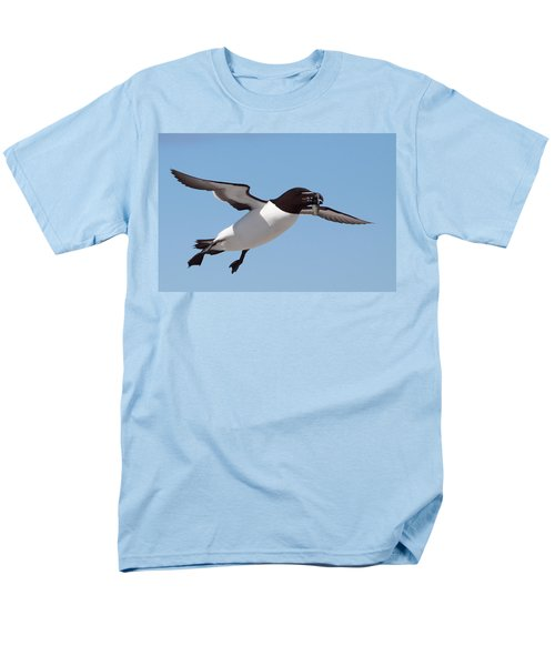 Razorbill In Flight Men's T-Shirt  (Regular Fit) by Bruce J Robinson