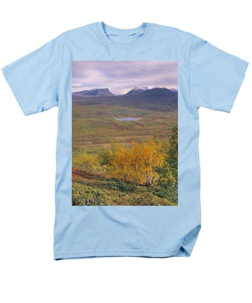 Abisko Nationalpark Men's T-Shirt  (Regular Fit) by Thomas M Pikolin