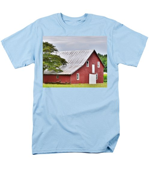 An Old Red Barn Men's T-Shirt  (Regular Fit)