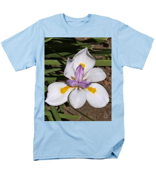 Men's T-Shirt  (Regular Fit) featuring the photograph Another Lily by Daniel Hebard