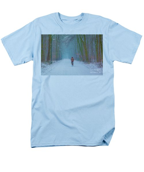 Cycling In The Snow Men's T-Shirt  (Regular Fit)