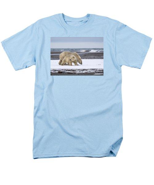 Looking Back In The Arctic Men's T-Shirt  (Regular Fit)