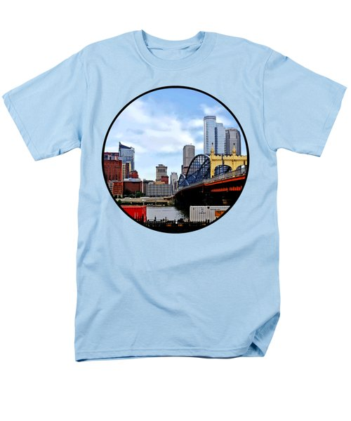 Pittsburgh Pa - Train By Smithfield St Bridge Men's T-Shirt  (Regular Fit) by Susan Savad