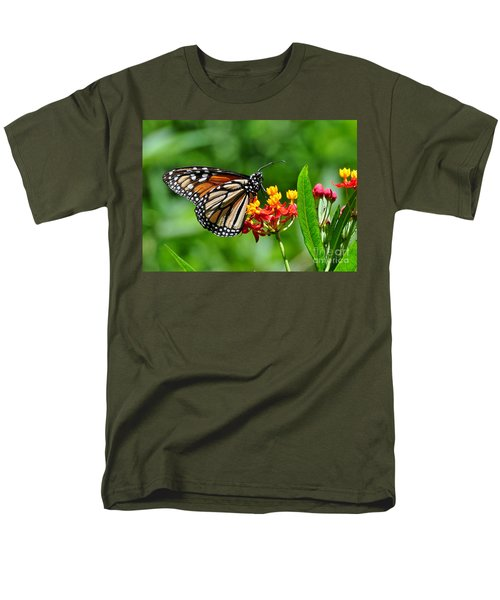 Men's T-Shirt  (Regular Fit) featuring the photograph A Place To Settle Down by Kathy Baccari