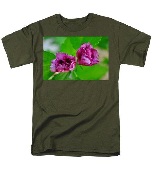 Back Yard Weed Men's T-Shirt  (Regular Fit)