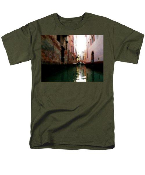 Gliding Along The Canal  Men's T-Shirt  (Regular Fit)