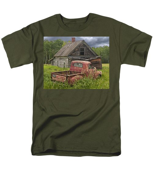 Old Abandoned Homestead And Truck Men's T-Shirt  (Regular Fit)