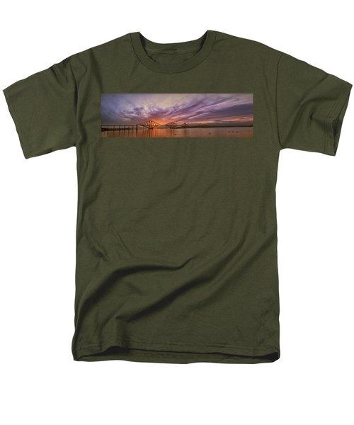 The Forth Rail Bridge Men's T-Shirt  (Regular Fit)