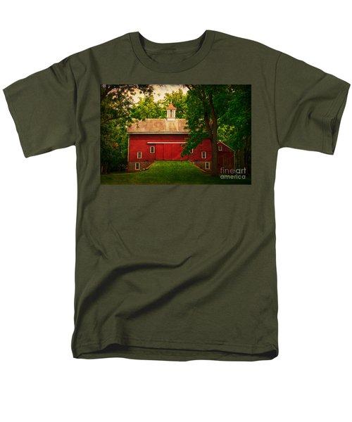 Tinicum Barn In Summer Men's T-Shirt  (Regular Fit) by Debra Fedchin