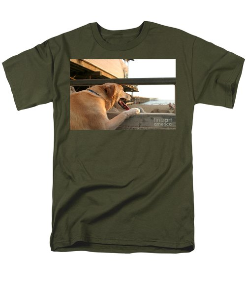 Searching The Ocean Men's T-Shirt  (Regular Fit)