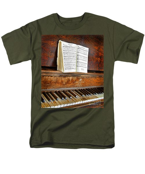 Vintage Piano Men's T-Shirt  (Regular Fit) by Jill Battaglia