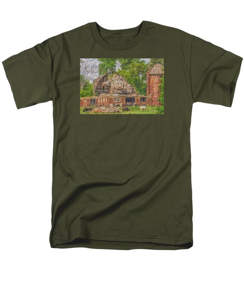 Barn Men's T-Shirt  (Regular Fit) by Dan Traun