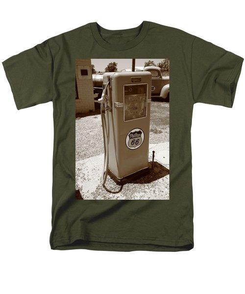 Route 66 Gas Pump Men's T-Shirt  (Regular Fit)