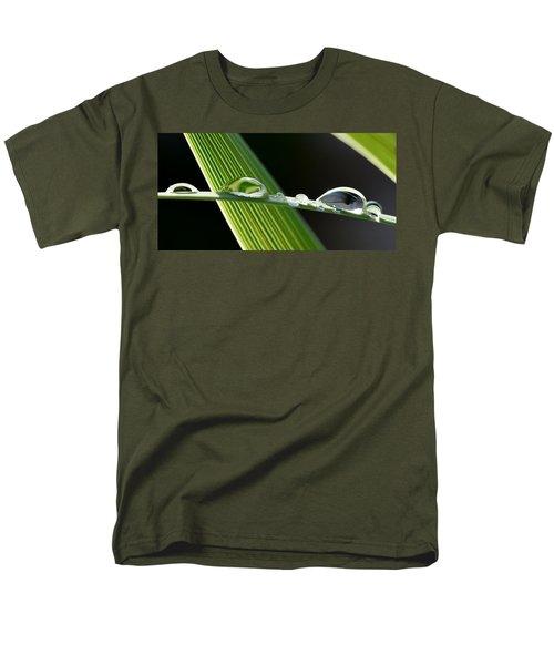 Big Rain Drops On Leaf Men's T-Shirt  (Regular Fit) by Werner Lehmann