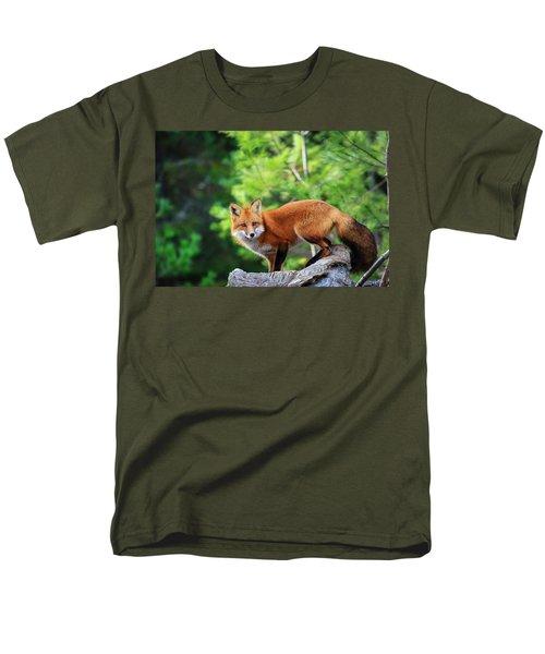 A Cunning Hunter Men's T-Shirt  (Regular Fit) by Gary Hall