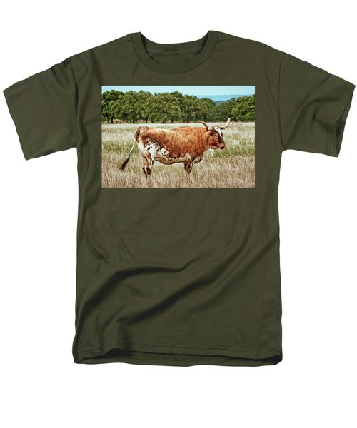 Men's T-Shirt  (Regular Fit) featuring the photograph A Texas Legend by Linda Unger