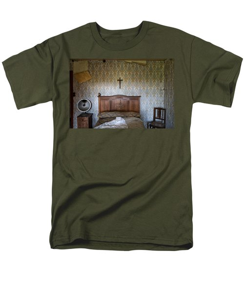 Abandoned Bed Room - Urban Exploration Men's T-Shirt  (Regular Fit) by Dirk Ercken