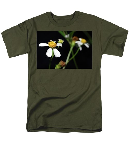Men's T-Shirt  (Regular Fit) featuring the photograph Bidens Alba by Richard Rizzo