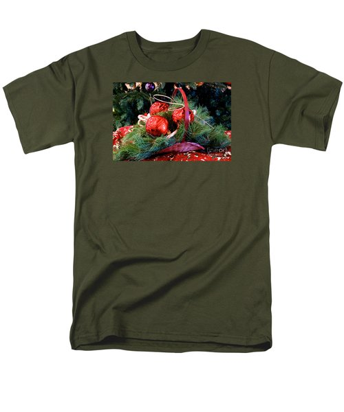 Men's T-Shirt  (Regular Fit) featuring the photograph Christmas Centerpiece by Vinnie Oakes