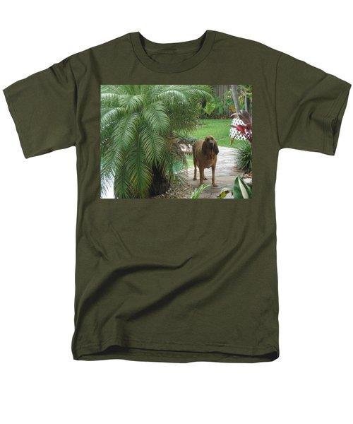 Cujo Hiding Men's T-Shirt  (Regular Fit) by Val Oconnor