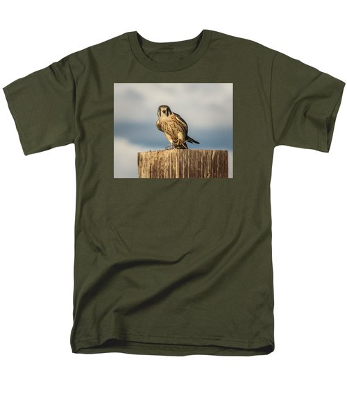 Men's T-Shirt  (Regular Fit) featuring the photograph Faa American Kestrel by Daniel Hebard