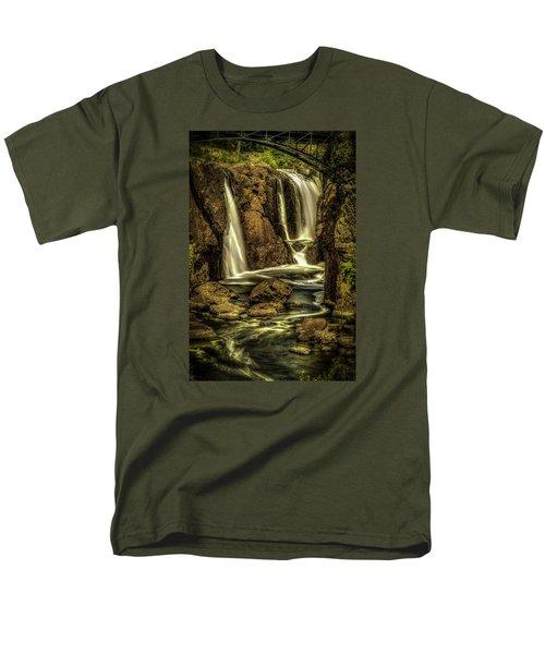 Great Falls Close Up Men's T-Shirt  (Regular Fit)